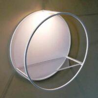 Estrutura redonda com prateleira acrílica